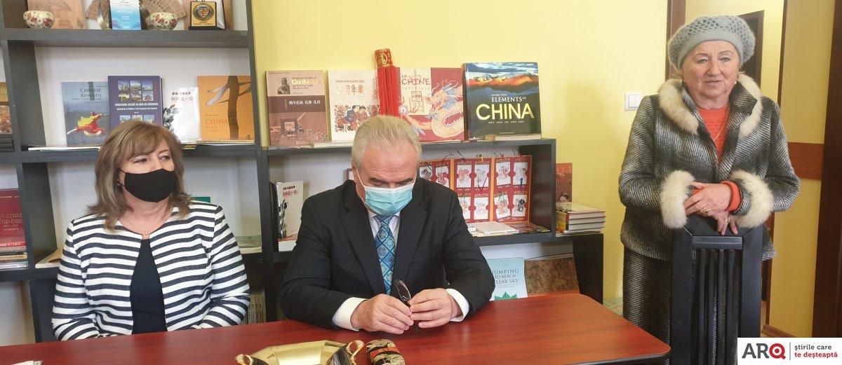 Şapte ani de relaţii româno-chineze la Arad: Gheorghe Seculici se alătură Forumului Prieteniei şi Colaborării Româno-Chineze, iar Aureliana Man, Asociaţiei Con Brio